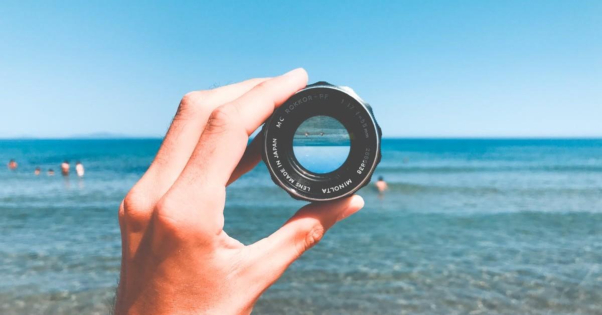 hand, camera, lens, ocean